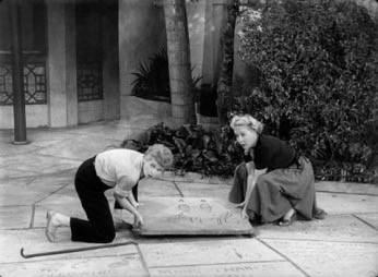 lucy-and-ethel-at-graumans