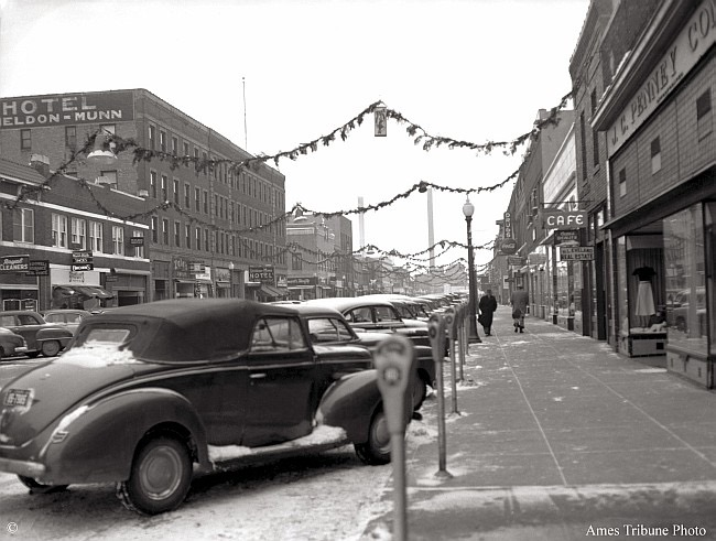 49_1952.12_main_street_christmas_decorations_east_s
